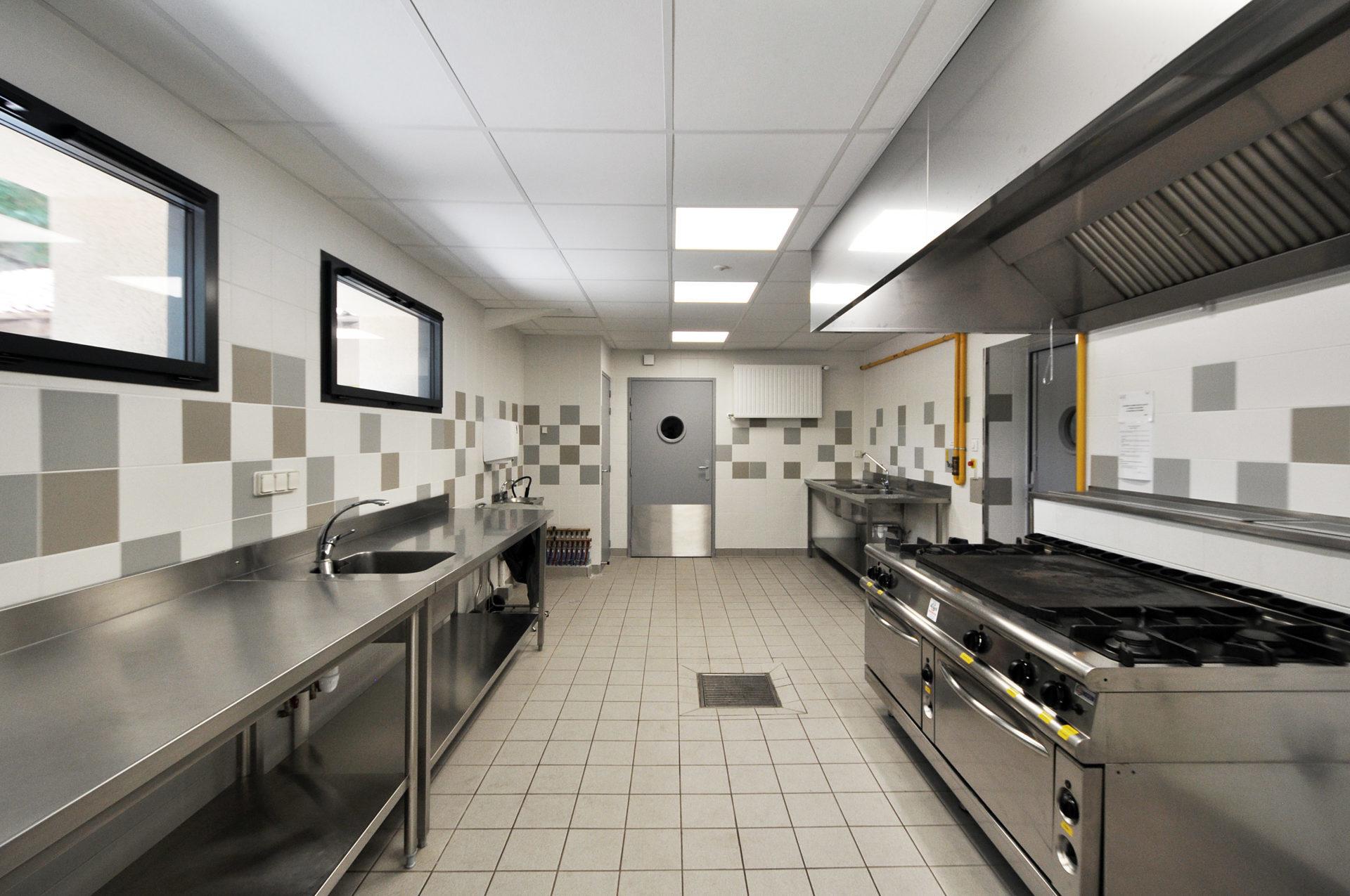 16.41 Cuisine salle des Arènes Doué-La-Fontaine (8)