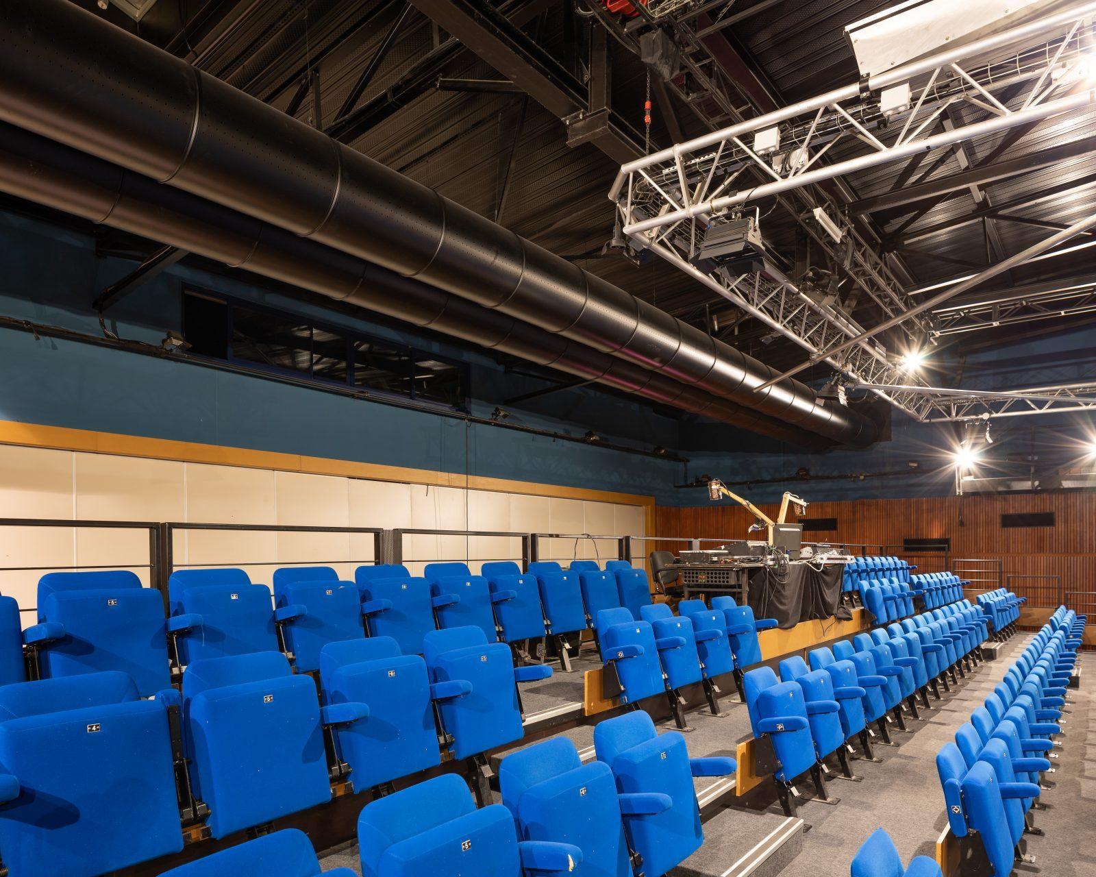 17.59 Théâtre Ligeria-OXA Architectures-Sainte-Luce-sur-Loire-F.Dantart-(13)